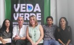 Chema Reyes, es el del centro con camisa blanca. El es coordinador de Veda Verde. LA PRENSA/ R. ÁLVAREZ