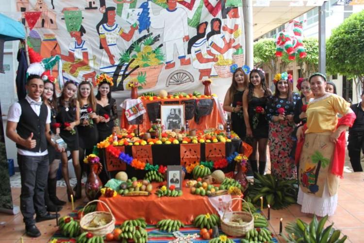 Estudiantes de la UCC hacen una fiesta cultural