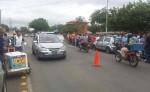 Durante la protesta algunos taxistas detuvieron un interlocal y bajaron a sus pasajeros. LA PRENSA/ELVIS ROMERO