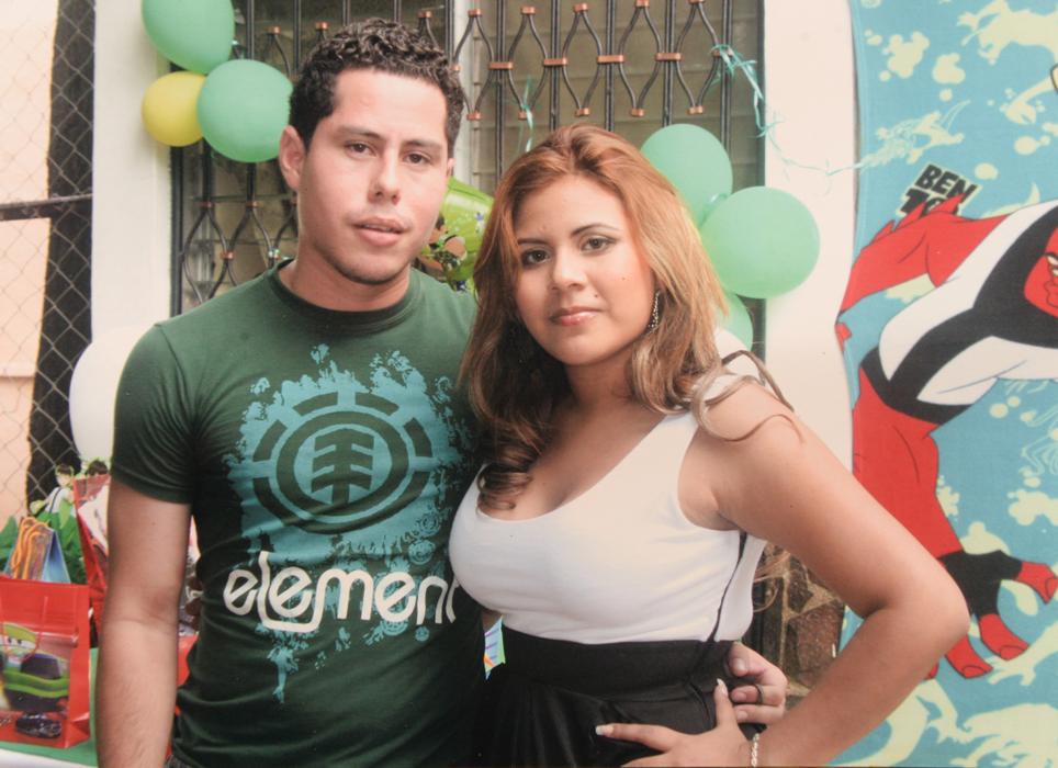 Managua 4 de Julio del 2016. Lizandra Rodriguz y Lester su marido copias de fotos  recuerdos   .Foto Uriel Molina/LAPRENSA