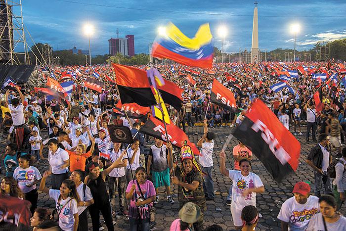 Militantes sandinistas y empleados estatales pasaron más de cuatro horas esperando por el discurso de Daniel Ortega, este 19 de julio. LA PRENSA/J. ESQUIVEL