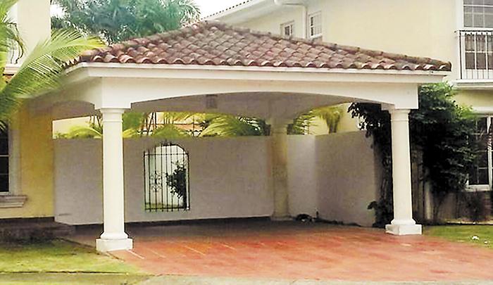 Otra perspectiva de la lujosa propiedad  que fue comprada en 2001 por el expresidente de Nicaragua Arnoldo Alemán Lacayo, quien, según el Gobierno de Daniel Ortega, tiene juicios pendientes. En esta casa vivía el embajador Antenor Ferrey hasta que fue desalojado este viernes.  LA PRENSA/CORTESÍA TVN NOTICIAS