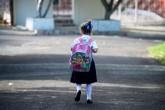 Sobrepeso en mochilas escolares perjudica la columna