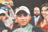 Más guanteo para Román González