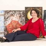 Brenda García expone por primera vez sus pinturas de libélulas