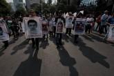 """Padres de Ayotzinapa dicen que caso sigue """"como el primer día"""""""