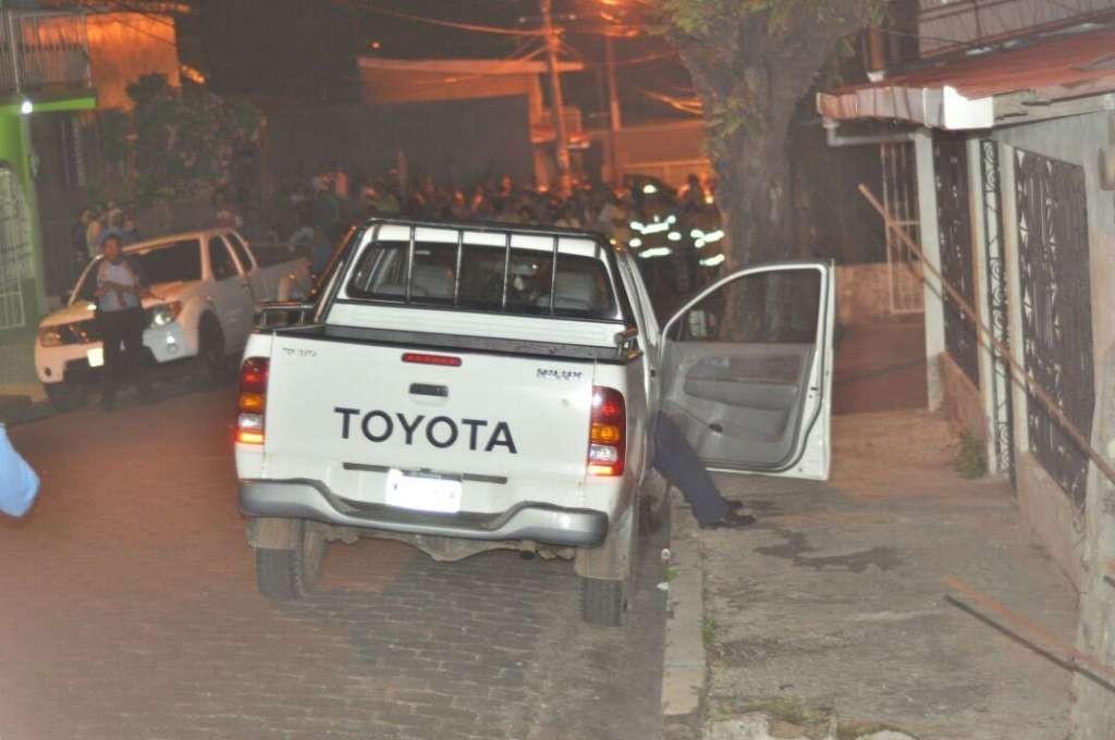 Peritos de la Policía Nacional en la escena del crimen. LA PRENSA/M. CRUZ