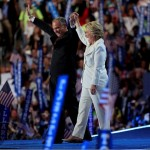 Clinton a la caza de republicanos reacios
