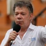 Juan Manuel Santos, participa de la primera Jornada de Pedagogía de Paz realizada en el país, en una plaza pública de CalI (Colombia) este viernes 29 de julio. LA PRENSA/EFE