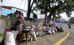 Comerciantes de diferentes partes del país  ya están ubicados a lo largo del recorrido que realizará  Santo Domingo de Guzmán en la capital este 1 de agosto. LA PRENSA/ C. VALLE