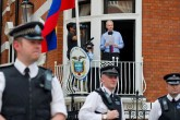Ecuador permite entrevista a Julian Assange