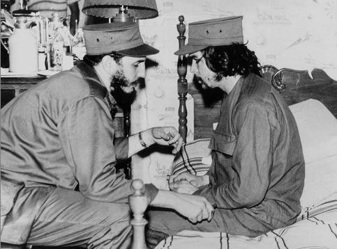 """Gráfica de 1959. Fidel Castro y Ernesto """"Che"""" Guevara. LA PRENSA /AFP"""