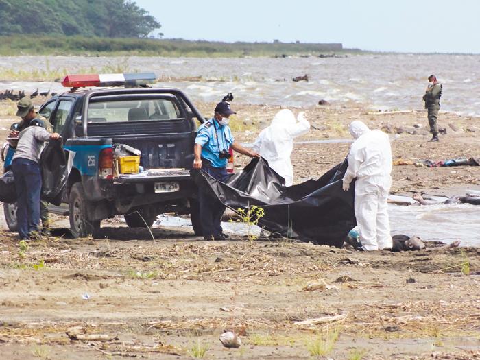 La Policía, el Ejército y forenses recuperaron 10 cadáveres de migrantes en días diferentes. LA PRENSA/ARCHIVO/RAMÓN VILLARREAL