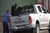 Cardenal Leopoldo Brenes escoltado por policías