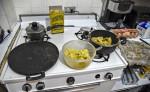 Los venezolanos afectados por la profunda crisis en su país, se han visto obligados a sustituir los ingredientes de la cocina venezolana tradicional por productos que tengan a la mano. LA PRENSA/AFP/JUAN BARRETO