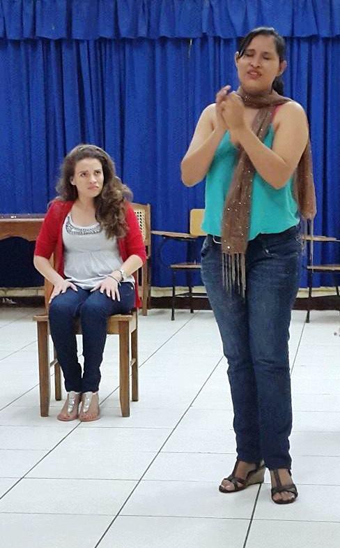 Greneth Calderon Ortez y Maria Auxiliadora Solis en los personaje de la Novia y la Criada. LAPRENSA/CORTESÍA
