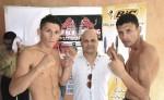 Rosendo Álvarez (centro) presentando una de las muchas funciones boxísticas que realiza en el año. LAPRENSA/ ARCHIVO
