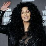 Cher compara a Trump  con Stalin  y Hitler