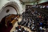 Maduro suspende salario a diputados