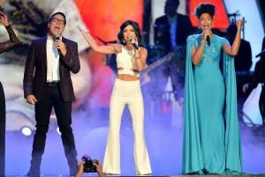 Raúl González, Carolina Gaitán y Jeimy Osorio durante la presentación musical.