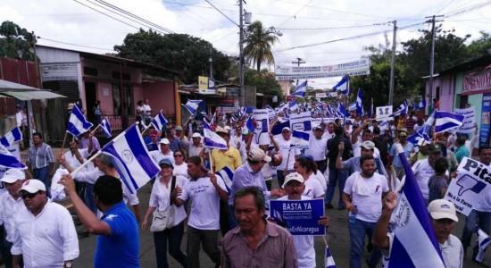 Sociedad civil marcha acosada por fuerzas de choque del gobierno