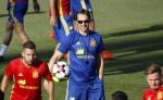 Julen Lopetegui, nuevo seleccionador español, durante su primer día de entrenamiento con la Roja en Las Rozas. LA PRENSA/EFE