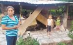 La casa de Francis Rivera, habitante del puente La Gateada,  se le vino abajo con el sismo de 5.9 grados en la escala de Richter. LA PRENSA/E.LÓPEZ
