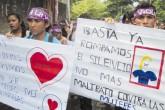Mujeres realizan plantón frente a la Corte Suprema de Justicia