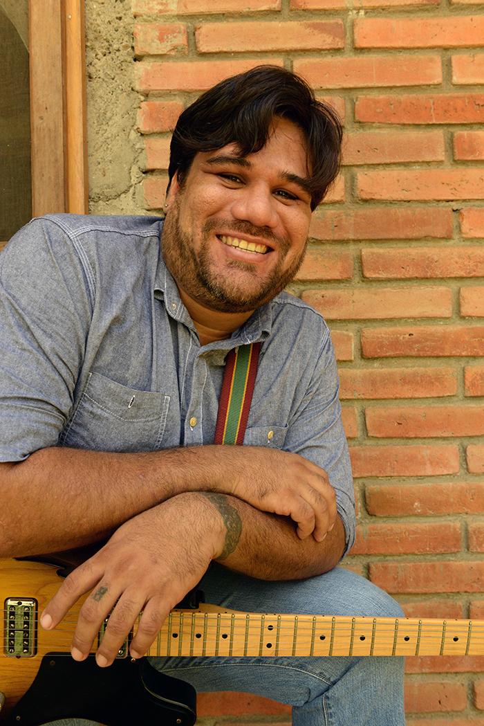 Mario Ruiz, Cantante de Rock posa en su Casa Reparto Casa Blanca .Foto Uriel Molina,LA PRENSA