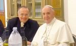 El obispo Báez  en compañía del papa Francisco. LA PRENSA/CORTESÍA