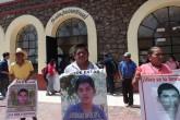 Padres de estudiantes de Ayotzinapa exigen justicia dos años después
