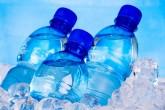 Antes de tomar agua embotellada, lea la etiqueta
