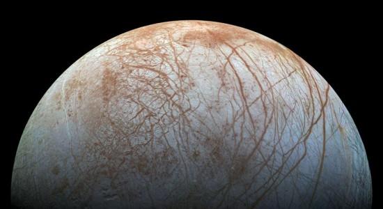 NASA detecta posibles emisiones de vapor en luna Europa de Júpiter