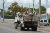 Basura que cae de camiones de Alcaldía es una amenaza a la salud