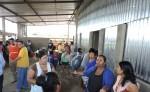 Los comerciantes afectados  hablaron con el intendente del mercado. LA PRENSA/M.GARCIA