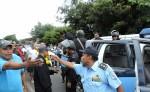 Parte de la protesta que han protagonizado los taxistas de Jinotepe para que las autoridades municipales saquen de circulación a los vehículos piratas que prestan el mismo servicio. LA PRENSA/MYNOR GARCÍA