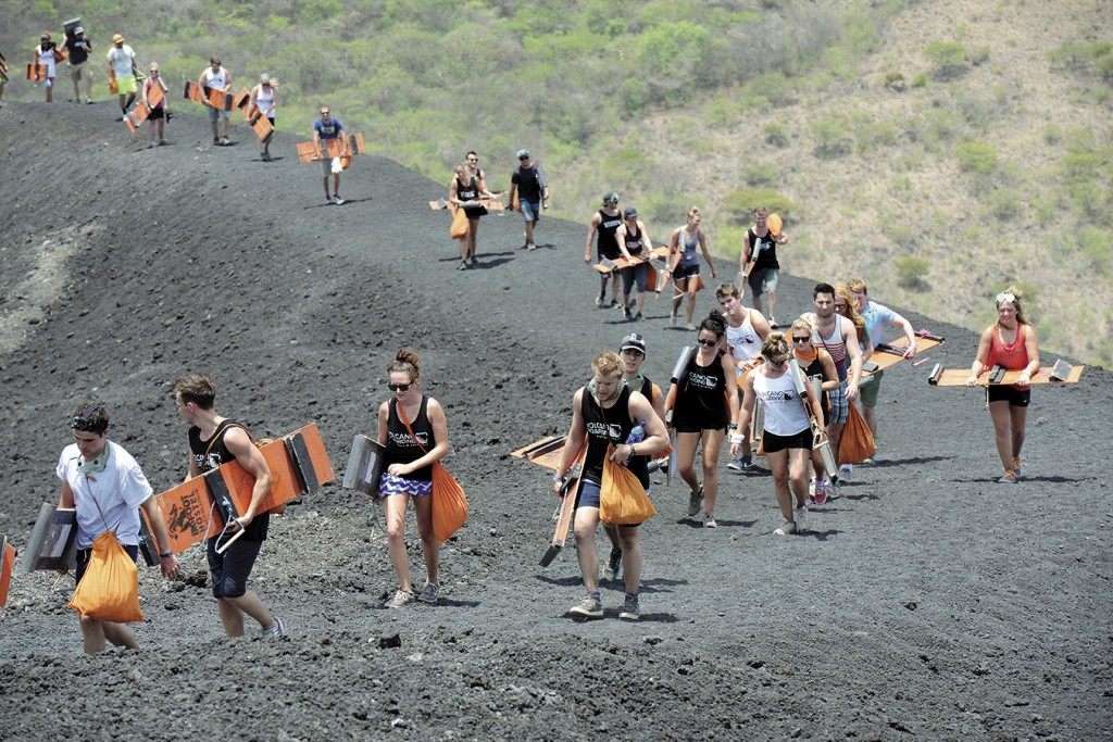 volcano boarding, sandboarding, turismo volcánico, Nicaragua