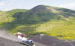 Miles de turistas al año visitan Nicaragua para practicar volcano boarding o sandboarding, una de las atracciones del turismo volcánico. Este deporte solo se practica en el volcán Cerro Negro, ubicado en el departamento de León. LA PRENSA/D. NIVIA/ARCHIVO