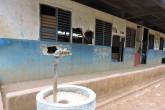 Escuelas precarias en dos comunidades