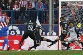 Atlético vapulea al Granada y sigue líder en la Liga española