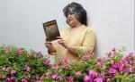 Julianita Cisne muestra su segundo poemario La tarde que nos espera, en coautoría con Jairo Hernández. LAPRENSA/MANUEL ESQUIVEL LAPRENSA/MANUEL ESQUIVEL