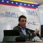 Tribunal venezolano prohíbe salida del país a Capriles.
