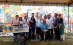 Gustavo Rossemfet con participantes del mural de arte infantil inclusivo. LAPRENSA/ROBERTO FONSECA LAPRENSA/ROBERTO FONSECA