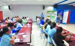 Los pequeños empresarios  también recibieron una charla motivacional. LA  PRENSA/CORTESÍA