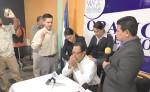 El pastor Augusto Cesar Marenco , cuando oraba el jueves por el reverendo Saturnino Cerrato, candidato presidencial LA PRENSA/CORTESÍA