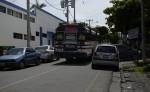 Vehículos ocupan ambos lados de la calla para estacionarse. LA PRENSA/Carlos Valle