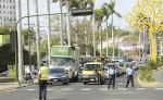 La Policía ha reforzado las calles, sobre todo en los semáforos, para regular el tránsito en las horas pico. LA PRENSA/ ARCHIVO