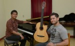 El pianista Rubén Zapata y el guitarrista Omar Ríos debutarán como dúo de piano y guitarra. LAPRENSA/JADER FLORES El pianista Rubén Zapata y el guitarrista Omar Ríos debutarán como dúo de piano y guitarra. LAPRENSA/JADER FLORES