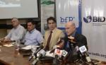 Representantes del BID, Produzcamos  y del sector lácteo durante la firma de contratos. LA PRENSA/ LUIS GUTIÉRREZ