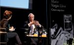 El escritor Mario Vargas Llosa durante una presentación de su última novela